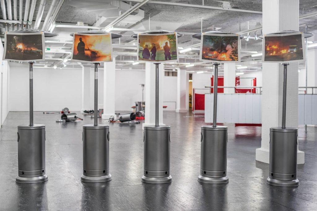 Natascha Süder Happelmann, Fuel to the Fire, 2016, Installationsansicht Tensta konsthall, Stockholm, 2016, Foto (C)Jean-Baptiste Beranger